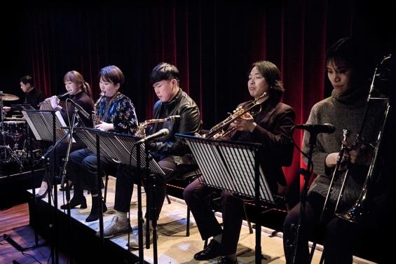 Jungsu Choi Tiny Orkester by GEMMA VAN DER HEYDEN
